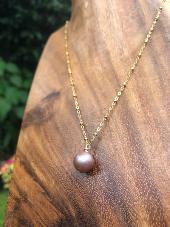 Pink Edison pearl necklace