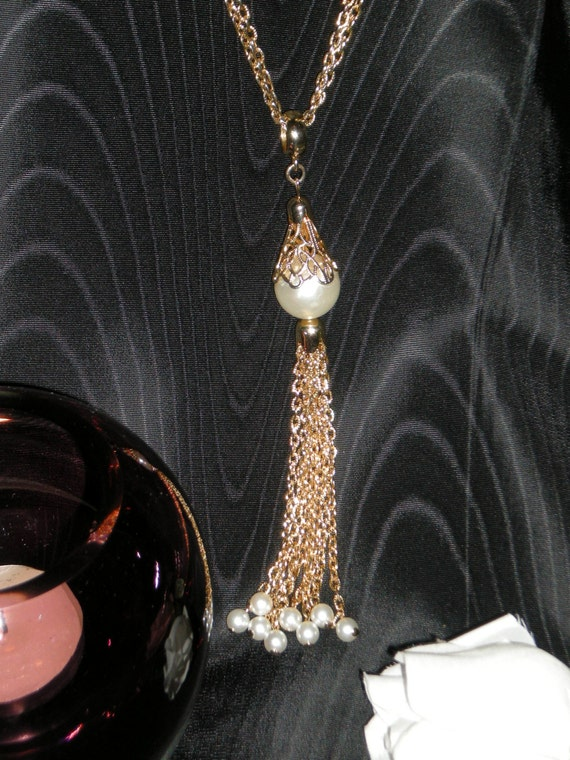 Fabulous Vintage Faux Pearl Station Necklace with… - image 1