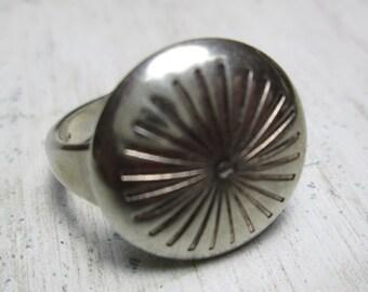 ring... size 6... button design sterling silver