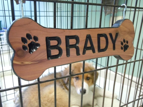 Dog Bone Shaped Sign Family Pet Name Personalized Wooden Carved Rustic Outdoor New Puppy Engraved Plaque Doghouse Crate Name Plate Cedar DB2