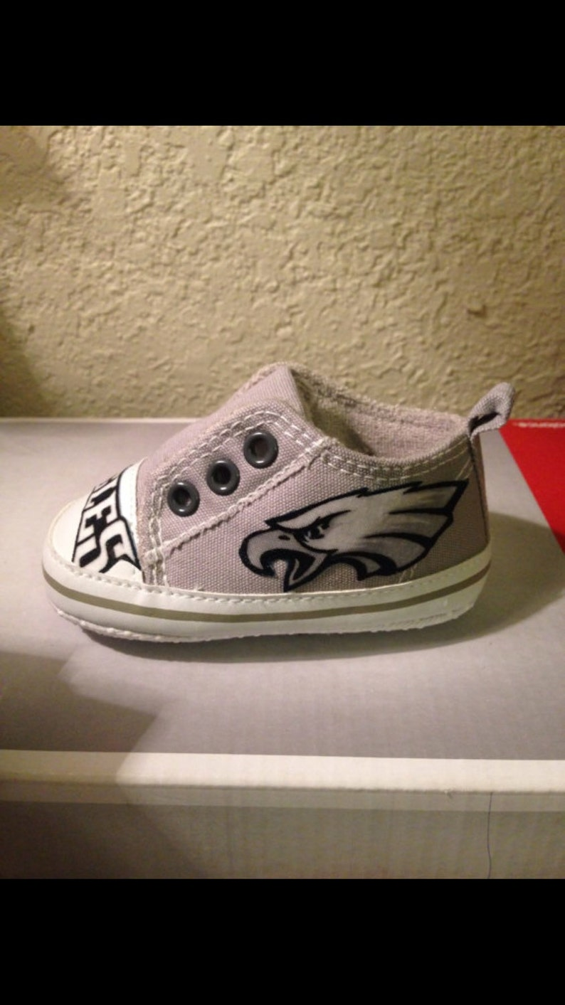 Loley pops creation Eagles baby shoes  this creation is made image 0