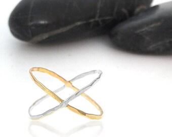 Bi Color Criss Cross Ring