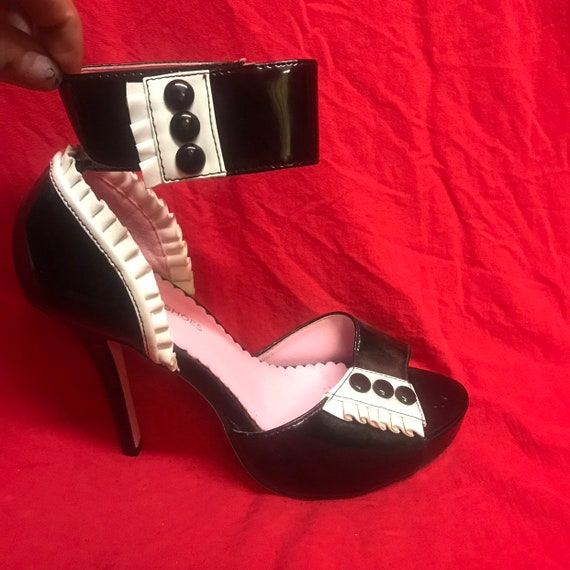 Women's 8 black white shiny patent leather ankle s