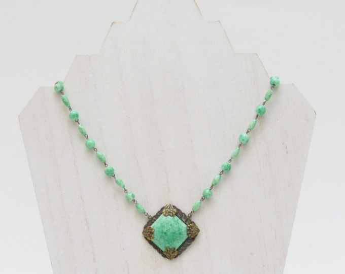 Vintage 1930s Green Beaded Necklace