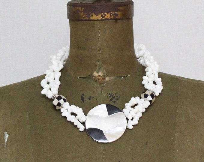 Vintage 1960s Black and White Chunky Shell Necklace