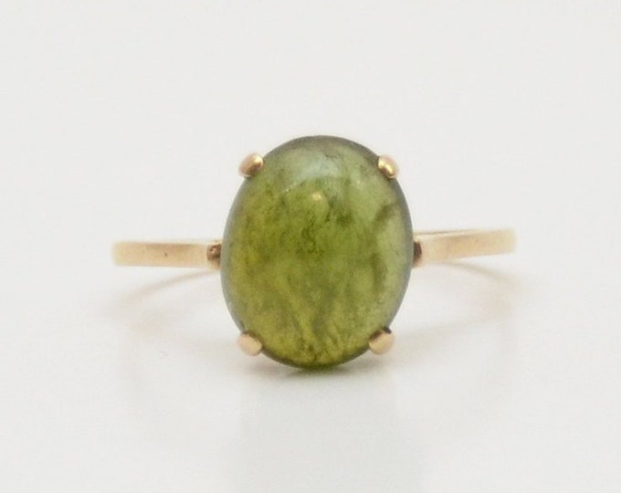 Vintage 10 Karat Gold Green Glass Stone Ring