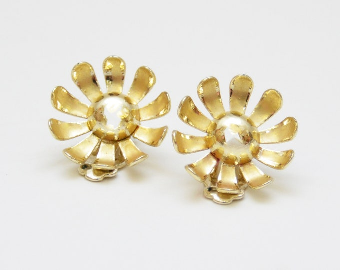 Vintage 1960s Mod Gold Flower Earrings
