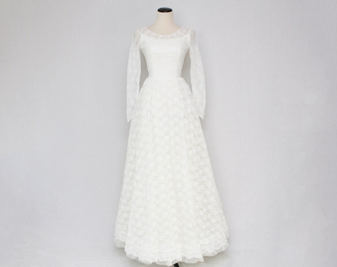 Vintage 1950s Lace and Ruffle Wedding Dress - Size Extra Small