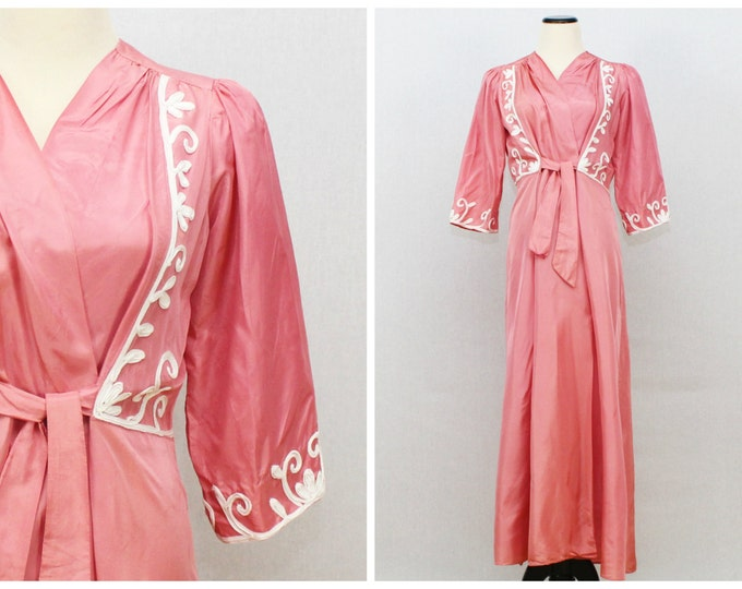 1940s Pink Dressing Gown - Vintage 1940s Coral Embroidered Robe