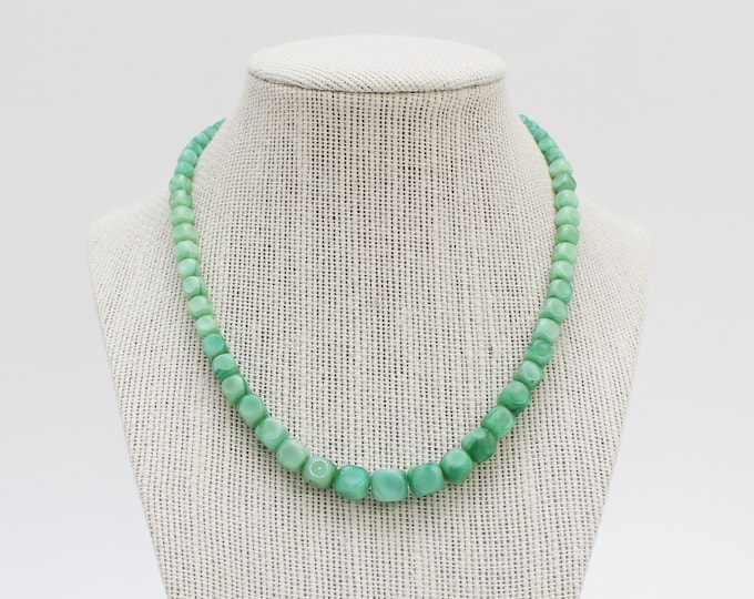 Vintage 1930s Mint Green Beaded Necklace