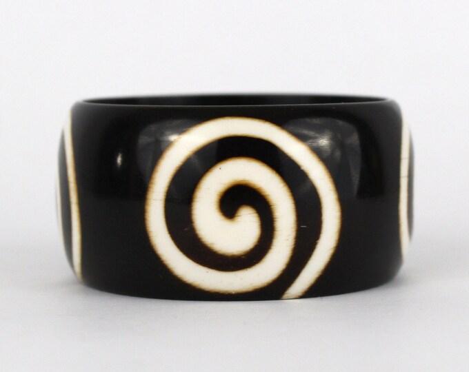 Chunky Spiral Bangle - Vintage 1970s Wide Plastic Tribal Bracelet