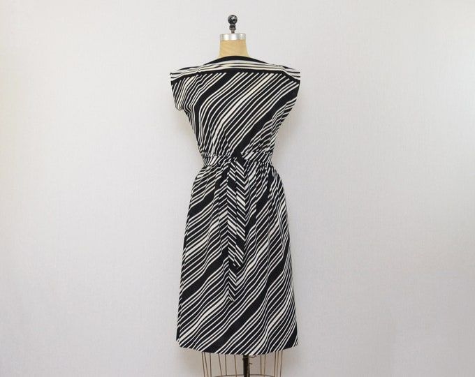 Black and White Striped A Line Dress - Size Medium Vintage 1970s Day Dress
