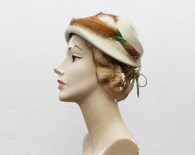 White Feather Hat - Vintage 1960s Bone White Felt Hat