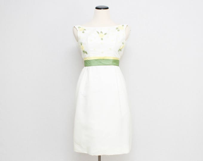 Vintage 1960s White Crochet Flower Party Dress - Size Extra Small