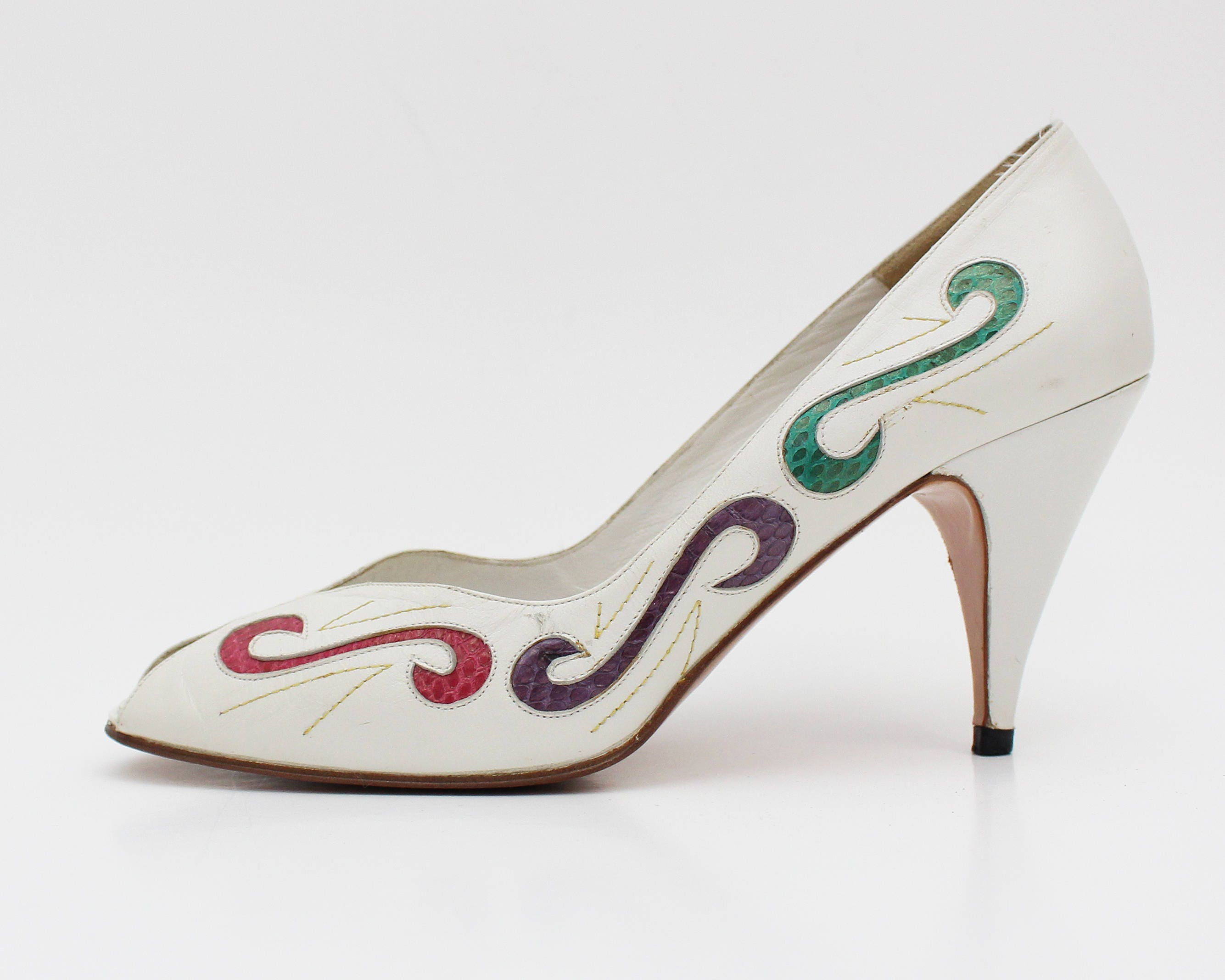46e418e254839 White Leather Peep Toe Shoes - Size 7 and Half - Vintage Swirl ...