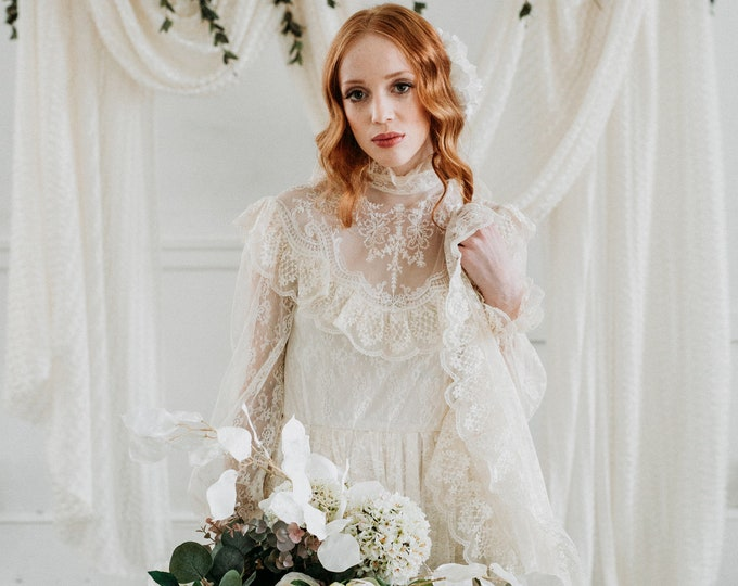 Vintage 1970 Lace Bohemian Wedding Dress - Size Small