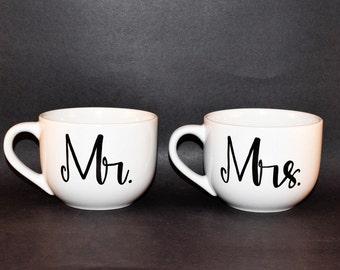 Coffee mugs // MR and MRS coffee mug gift // His and Hers  gift set of 2 // calligraphy mugs // Wedding coffee mugs