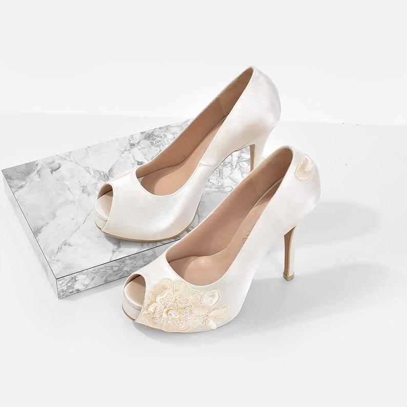 28567a1b38 Lorena V3 pizzo avorio da sposa tacchi tacchi bianchi in raso   Etsy
