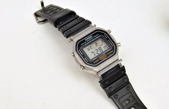 perfect CASIO DW 5600 901 1980s early G shock