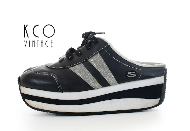 8350a6869dd 90 s Platform Skechers Sneakers Black and White Vintage