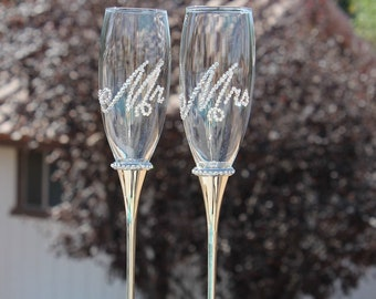 Swarovski Crystal embellished toasting flutes, toasting glasses, champagne flutes for weddings. Brides. Groom. custom. personalized.