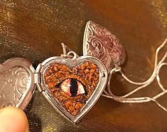 "Dinosaur Eyeball locket 1-1/8""x1-1/8"" heart-shaped locket + 18"" silver snake chain necklace)"
