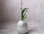 modern ceramic vase by echo of nature , Yumiko Goto