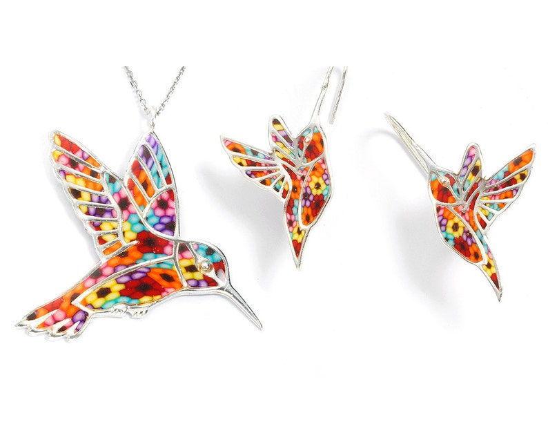 068108901b91 Conjunto de collar y pendientes de colibrí Arcilla