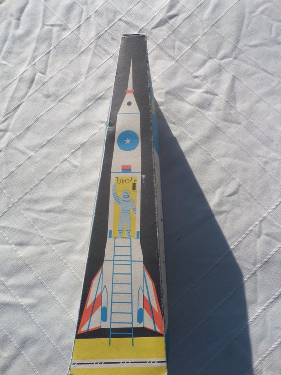 1960-70 friction Rocket neuf dans la boîte!  Hongrois HOLDRAKETA INTERKOZMOSZ, auto redressement! Lemezaru Gyar