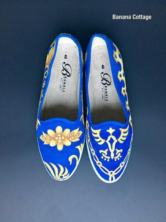 32a7202a60fe35 Chaussures de toile peinte à la main taille taille taille US 9.5-10 / EU 40  bleu Indigo Motif en or | Online Store 574fd1