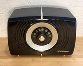 1950 RCA Victor AM Radio X551, Bakelite Case, Playing Well