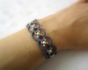 Pearl grey lace bracelet | frivolitè | tatted beaded bracelet | made in Italy | tatting jewelry | fiber jewelry