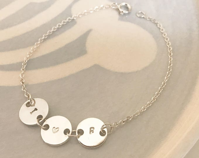 Little disc initial bracelet
