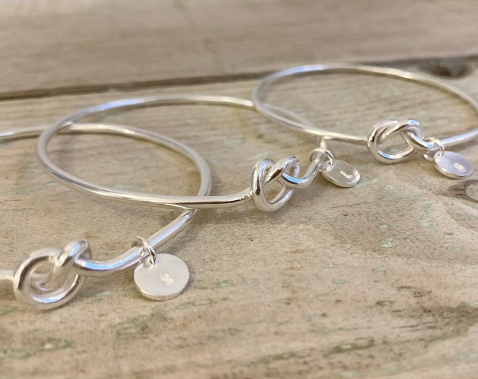 Knot bangle with personalised disc charm