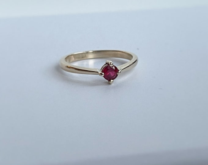 9ct yellow gold Ruby solitaire ring