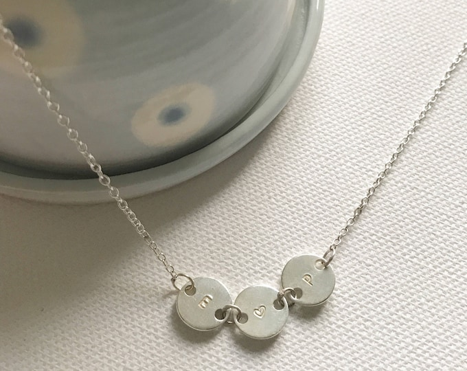 Little disc initial necklace in sterling silver