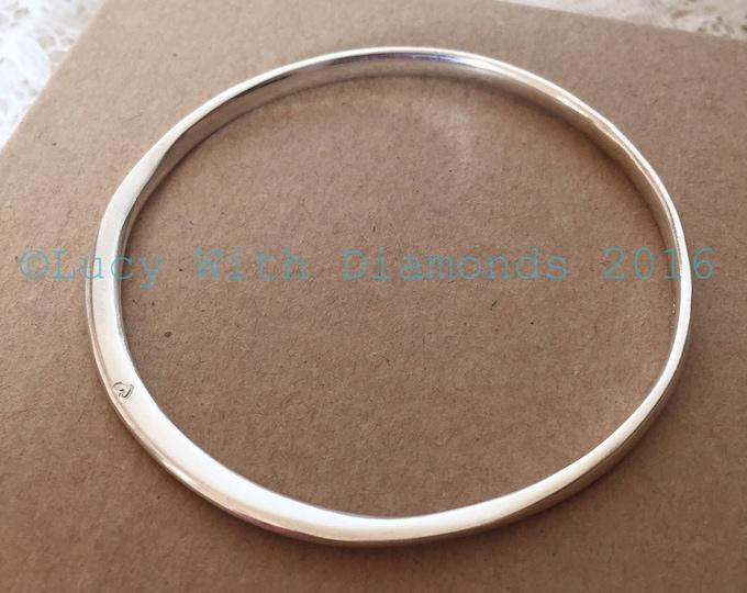 Silver polished bangle with heart contour bangle