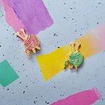 Glitter 'Ball o'Yarn' enamel pin