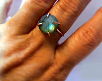 Labradorite gemstone gold ring- Rose gold filled gemstone ring size 8- Boho trendy flashy stone ring- Cocktail blue ring-Women jewelry gift