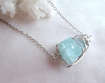 Blue raw aquamarine pendant- Silver wire wrapped raw gemstone necklace- Aquamarine crystal pendant- Boho women fashion pendant