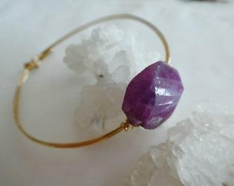 Raw ruby gemstone gold filled bracelet- Ruby stone bangle-Wire wrapped gold bracelet-Women bracelet gift- Boho ruby jewelry