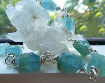 Raw Aquamarine gemstone bracelet- Blue aquamarine crystals bracelet-Rough aquamarine sterling silver jewelry - Fashion bracelet- women gift