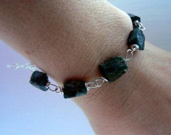 Green raw tourmaline gemstone bracelet- Rough green stone bracelet- Men bracelet wire wrapped sterling silver- Unisex jewelry- women gift