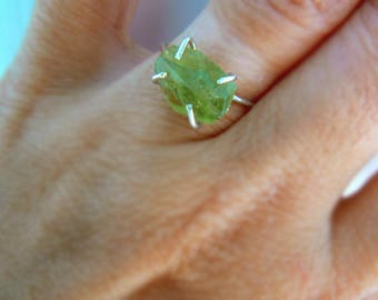 Raw green Tourmaline gemstone ring -Sterling silver green stone size 7 ring- Tourmaline thin band ring -Jewelry gemstone ring- Women gift