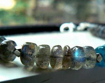Labradorite neon apatite gemstone bracelet-Flashy blue labradorite bracelet-Boho blue gemstone bracelet-Women jewelry gift-Fashion bracelet