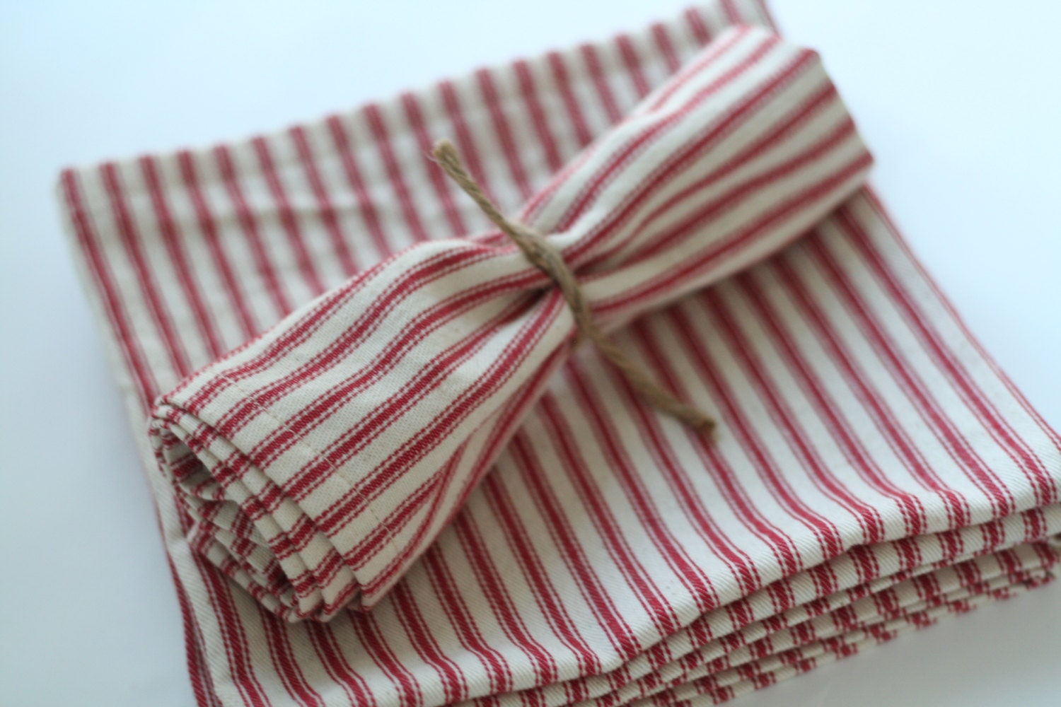 Hen Pecked Red Stripes Dinner Napkin Set of 4 Farmhouse Chic Table Mat