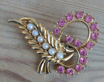 Vintage pink rhinestone and pearl brooch