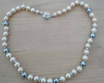 Vintage grey and white glass Pearl necklace
