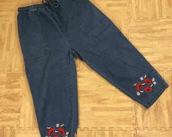 Vintage 1990s K.T. Sport Petite Denim Embroidered Capris Size Medium