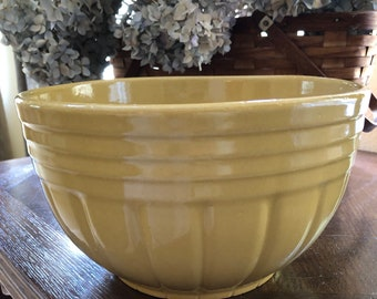 Appraised Roseville Planter Yellow /& Pink